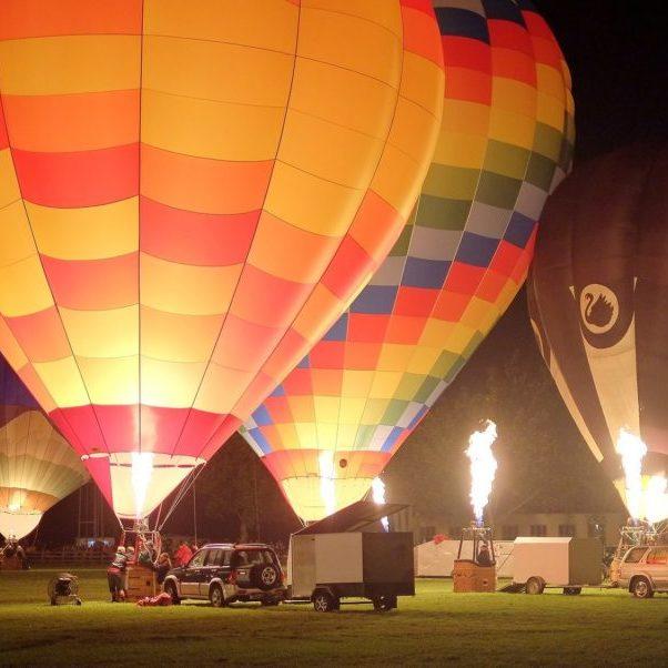 hot-air-balloons-906305_1920